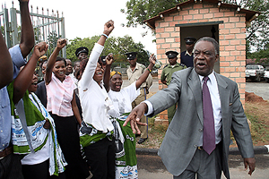 Mr Sata talking to his cadres outside the Supreme Court