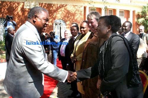 President Banda greeting Ambassadors after addressing the press conference in Lusaka