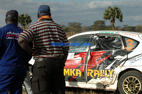 Officials examine a bashed car for one of the rally drivers during the 2009 Zambia motor rally in Chisamba.