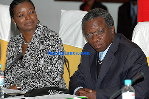 Works and supply minister Mike Mlongoti (r) and his counterpart from Tourism Catherine Namugala during the launch of the national environment policy in Lusaka