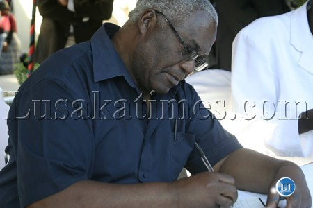 TAZARA managing director Akashambatwa Mbikusita Lewanika signs the book of condolence