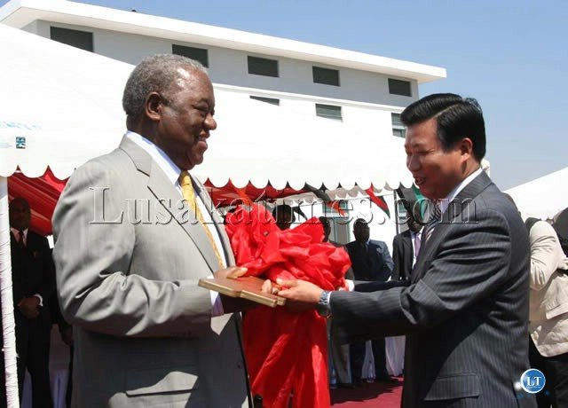 President Banda Receives the giant key giant