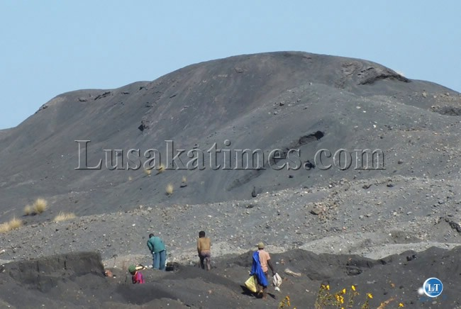 People scavenging for scrap metals from mine dumps in Kabwe. We all know that Kabwe mine and the nearby soils are highly polluted with the toxic metal lead. I am sure ZCCM-IH knows about these people but is not doing anything to protect their property as well as the environment. By LT blogger