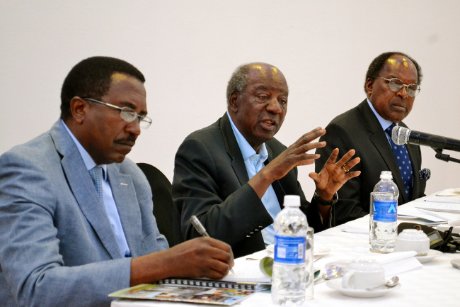 Finance Minister Alexander Chikwnda is flanked by Secretary to the Treasury Fredson Yamba (left) and Bank of Zambia Governor Michael Gondwe (right) at a media breakfast at Taj-Pamodzi hotel in Lusaka