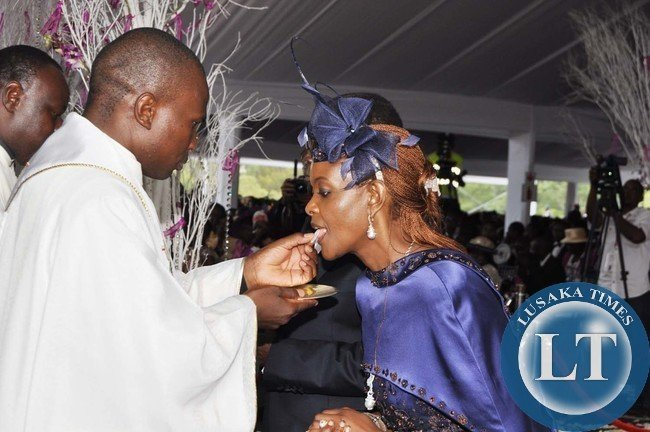 ... KENNEDY MUGUTI BLESSES SIMBA CHIKORE AND BONA MUGABE MARRIAGE CEREMONY