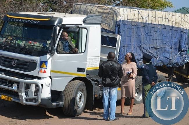 Kazungula District Commissioner Pascalina Musokotwane (middle) takes to task a truck driver (inside the truck) in Livingstone. This was after a foreign truck carrying imported beer with registration number N74152W overturned near Zambia Wildlife Authority (ZAWA) entrance to Mosi-oa-tunya National Park along Livingstone-Kazungula road