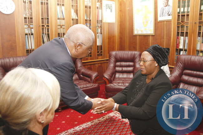 Mozambique President Armando Guebuza during her visit to First Lady Dr Christine Kaseba at State House on November 10,2014 -Picture by THOMAS NSAMA