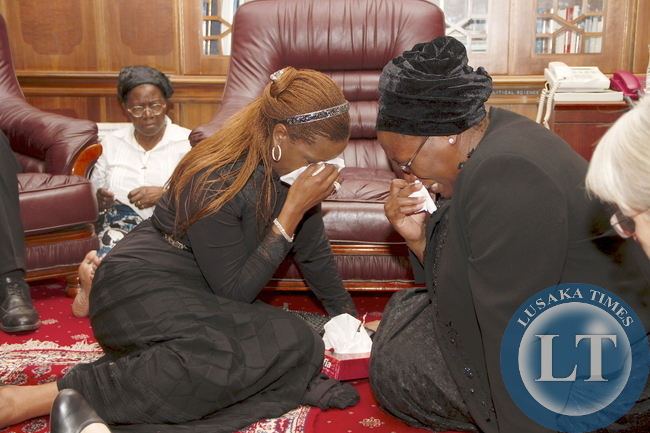 Zimbabwe President Robert Mugabe and wife Grace  during their  visit to First Lady Dr Christine Kaseba at State House on November 10,2014 -Picture by THOMAS NSAMA