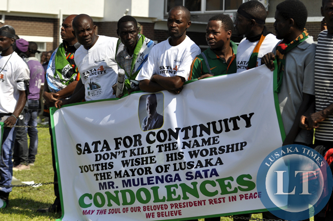 PF supporters of Mulenga Sata campaigning for Mulenga's PF party presidency with a placard before president Sata's body arrived