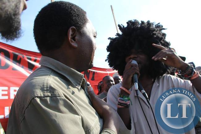 Singer Pilato with HH at the Kanyama rally