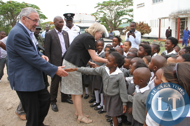 Acting President Dr Guy Scott greets Kabwe Trustee school shortly before departure for Lusaka