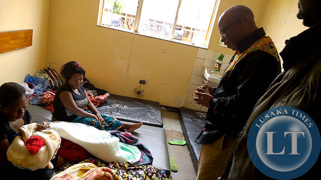 Speaking to mothers who do not have beds