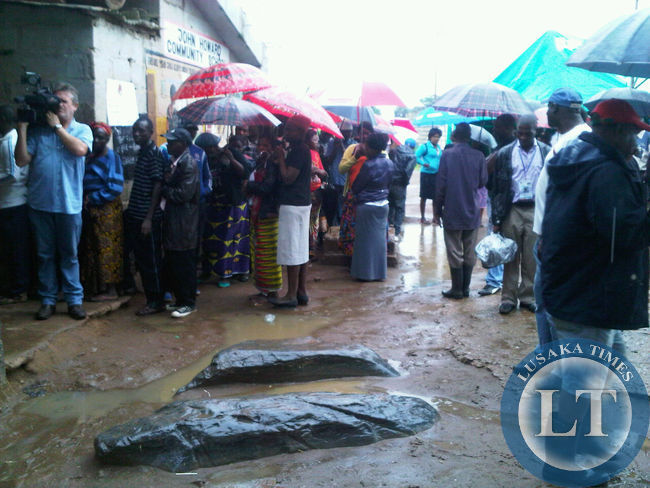 Voters queue up despite heavy rains