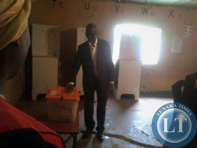 NAREP candidate Elias Chipimo votes