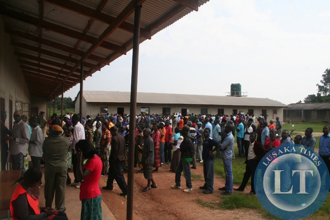 Presidential vote queuing in Solwezi