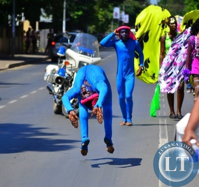 Acrobats from Zambia entertained the crowd with their rare skills_1