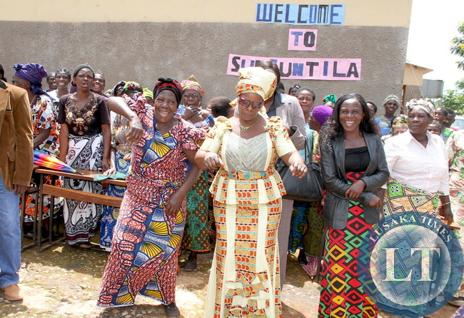First Lady Esther Lungu with  women at Sunsuntila Day Orphanage Centre  where she handed over a donation on March 2,2015 -Picture by THOMAS NSAMA