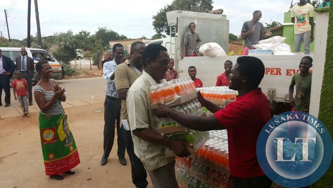 FILE: UPND President Hakainde Hichilema  helps offload soft drinks in Linda compound