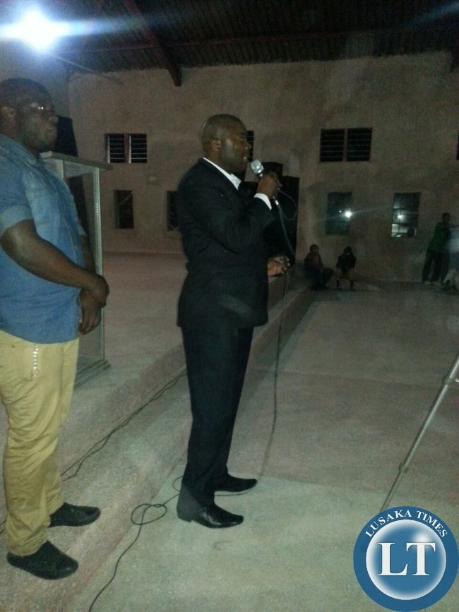 Mr Bowman Lusambo addressing the people that attended the  gospel concert in Kabushi on Ffriday night