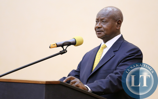 Museveni addresses  Dinner guests at Entebbe statehouse