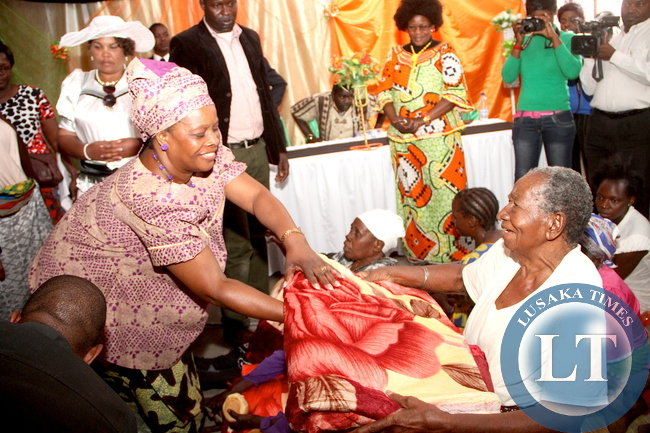 First Lady Esther Lungu donates blankets to old women at Mukola Community School in Limulunga District on Wednesday,August 12,2015 . The First Lady is in Western Province on the outreach programme for people with special needs -Picture by THOMAS NSAMA/ STATE HOUSE