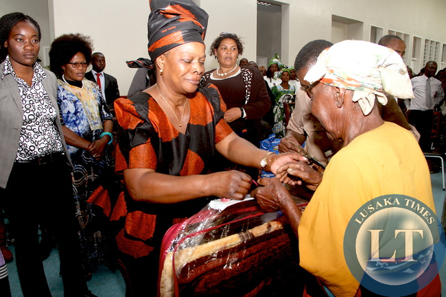 First Lady Esther Lungu donates blankets to the aged at Lukulu General Hospital in Western Province on Friday, August 14,2015 -Picture by THOMAS NSAMA/STATE HOUSE