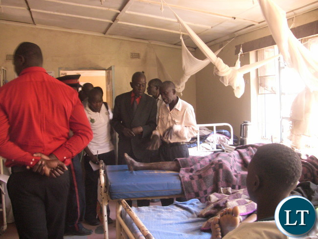 kushi DC Luka Mwamba handing out blanket to Patients at Mkushi Hospital. by Chiza Muzia,ZANIS.