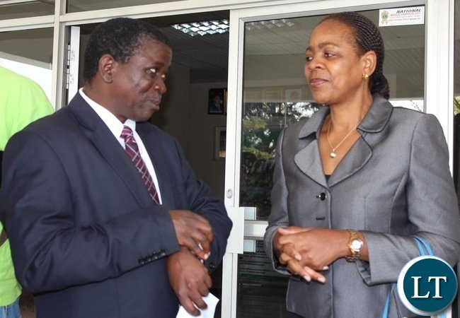 Namibian High Commission First Secretary Hellen Ndandi (r) discuses with Western Province Permanent Secretary Mwangala Liomba (l) after a courtesy call at the minister's office in Mongu