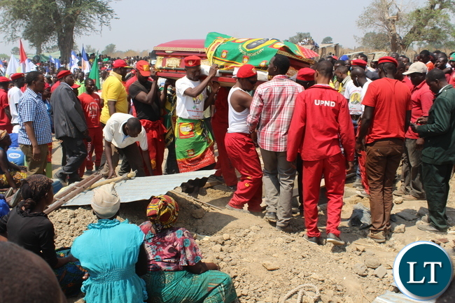 UPND cadres carry the body of late Bweengwa Central ward Councilor who died on Saturday during burial in Bweengwa