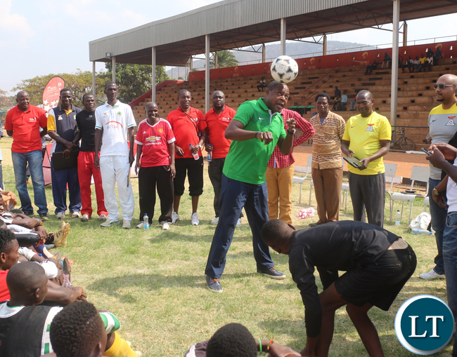 FAZ President Kalusha Bwalya showing off his juggling skills during Airtel Talent Search at Eastern Province Chipata David Kaunda Stadium on Saturday, September 26th.