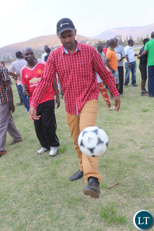 Minister of Youth and Sport Vincent Mwale showing his juggling skills when he passed to deliver a talk of encouragement during the Airtel Talents Search at Eastern Province Chipata David Kaunda stadium on Saturday, Septembet 26th