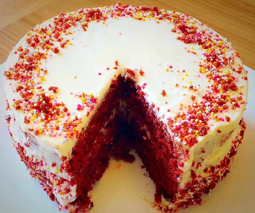 Red velvet cake.jpg 2 (1)