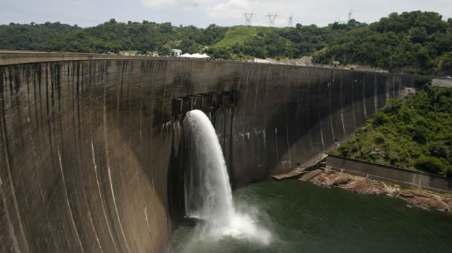 File:Flood gates on the Kariba Dam wall between Zimbabwe and Zambia open ceremonially on February 20, 2015 after the two neighbors signed $294 million in deals with international investors - JEKESAI NJIKIZANA/AFP/Getty Images