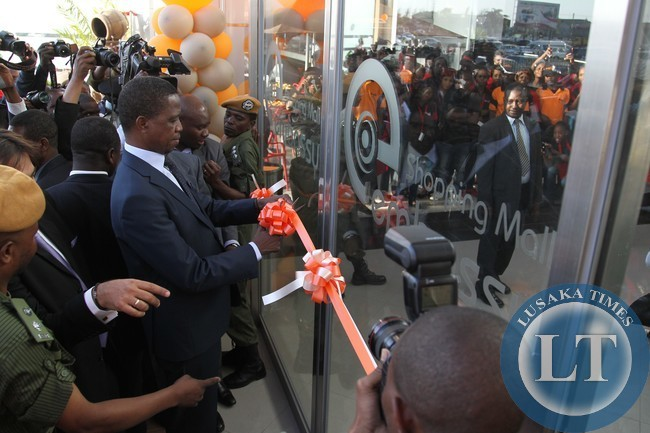File:President Edgar Lungu cuts the ribbon to officially open the Embassy Shopping Mail in Makeni
