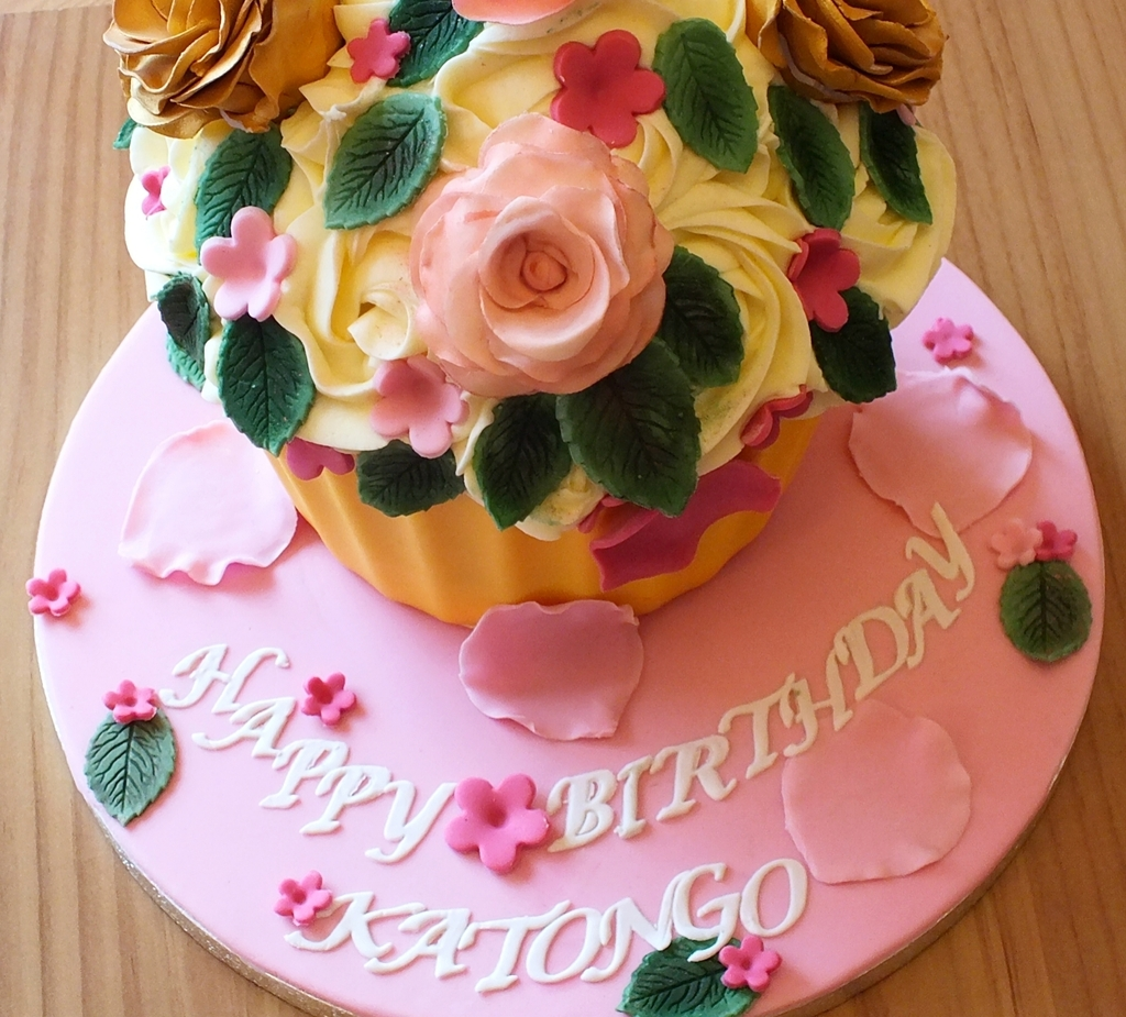 Giant cupcake.jpg 1.jpg 3