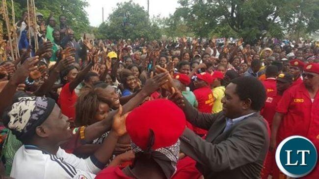 HH greeting multitudes in Mongu