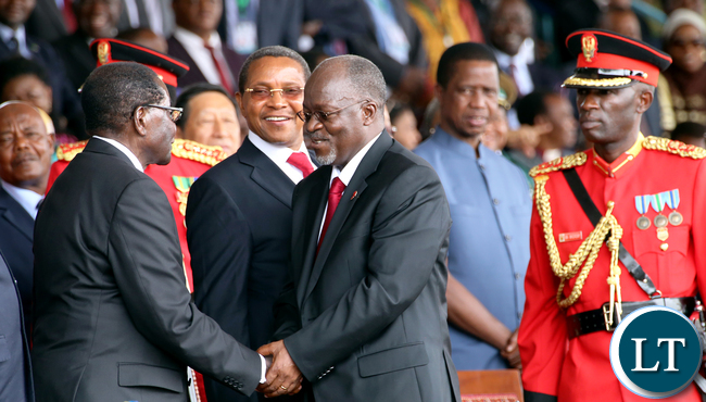 Magufuli greets Mugabe 5889
