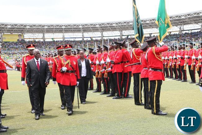 Newly elected Tanzanian President Dr John Pombe Magufuli inspects guard of honour shortly after he was sworn in at Uhuru Stadium in Dar es Salaam, Tanzania.