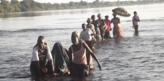 Chabuka traditional ceremony of the Ushi people took place yesterday in Matanda chiefdom. Here this is the first of the three groups crossing from Congo into Zambia walking on Luapula River just as their ancestors did in 1328 when the first Matanda crossed into Zambia from Congo.