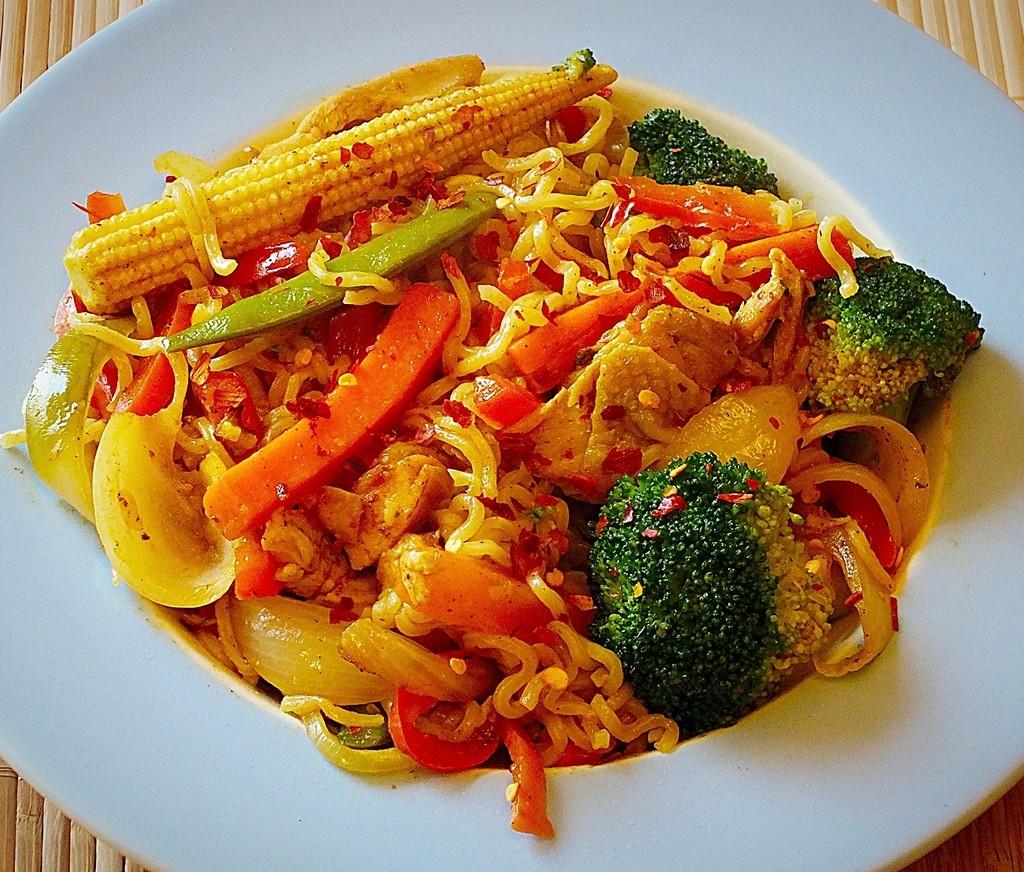 chicken noodle stir fry.jpg 1