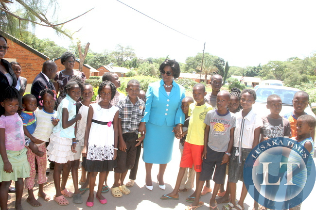 First Lady Esther Lungu took time off her busy schedules and visited families of State House staff. Here, First Lady Esther Pose for a photograph with children when she visited State House police Camp. The First Lady wanted to see how members of staff and their families are living in a Police Camp on Thursday, December 10,2015 -Picture by THOMAS NSAMA
