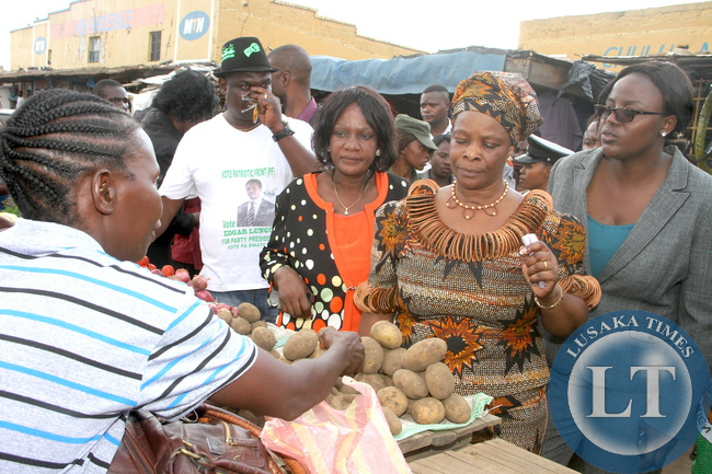 First Lady Esther Lungu buying merchandize at Kasompe Market in Chingola on Monday, Decemmber 7,2015. The First Lady is in Chingola to check and witness various projects that are being undertaken by various stakeholders and those that are undertaken by Konkola Copper Mine (KCM) under Corporate Social responsibility -Picture by THOMAS NSAMA