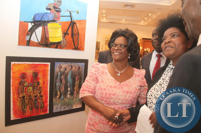 First Lady Esther Lungu admires the paintings during the 69th Anniversary celebrations of UNICEF at Pamodzi Hotel in Lusaka on Thursday evening, December 10,2015 -Picture by THOMAS NSAMA