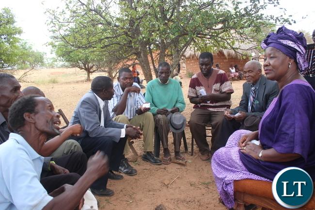 FDD President Edith Nawakwi meeting headmen from Chikankata.