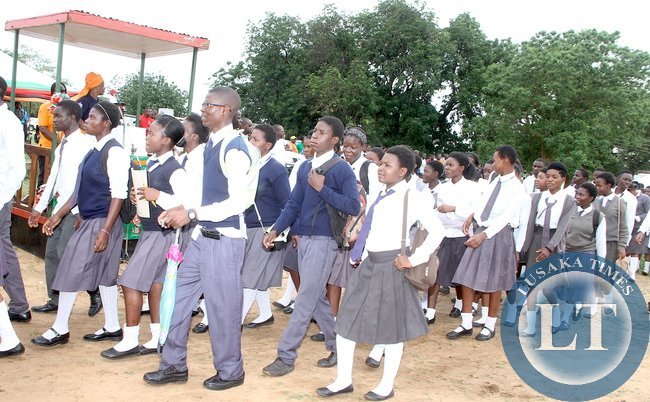 Pupils during the World AIDS day Commemoration march past in Livingstone on Monday, December 1,2015 -Picture by THOMAS NSAMA