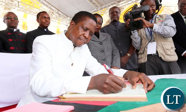 President Edgar Lungu Signs the Constitutional bill at Heroes Stadium in Lusaka 0453