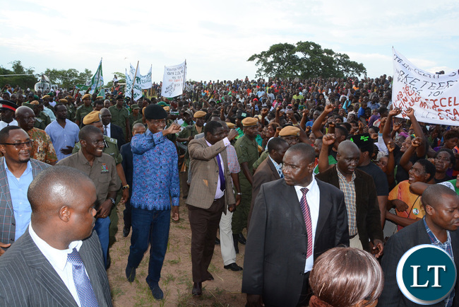 President Lungu shows party symbol on his arrival at Itezhi Itezhi grounds
