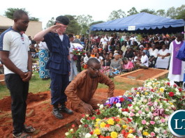 Cosmo Mumba and his Bodyguard laying awreaths