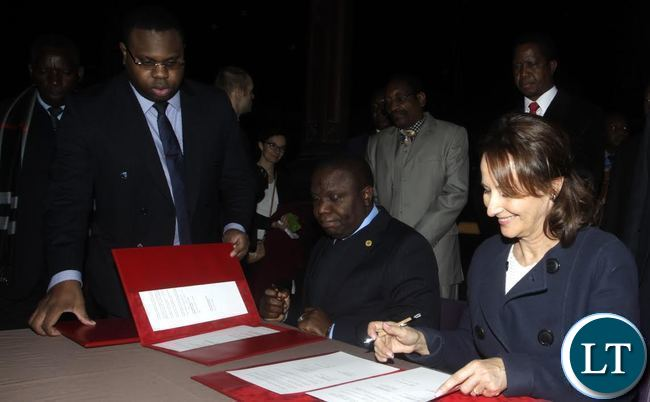 President Edgar Chagwa Lungu (second from right) watches as French Minister of Ecology Segolene Royale (right) and Foreign Affairs Minister Harry Kalaba signs an at agreement at the National Museum of Natural History in Paris, France on Monday,February 8,2016.. PICTURE BY SALIM HENRY/STATE HOUSE ©2016.