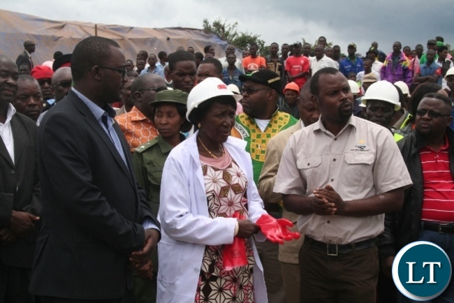 Acting President Inonge Wina (m) with outgoing North-Western province minister Dawson Kafwaya (l) and Agency (RDA ) regional manager Ndubeni Manda during the launch of the construction Mushitala – Kimasala bridge in Solwezi on Friday. Picture by BETRAM KAOMA /ZANIS